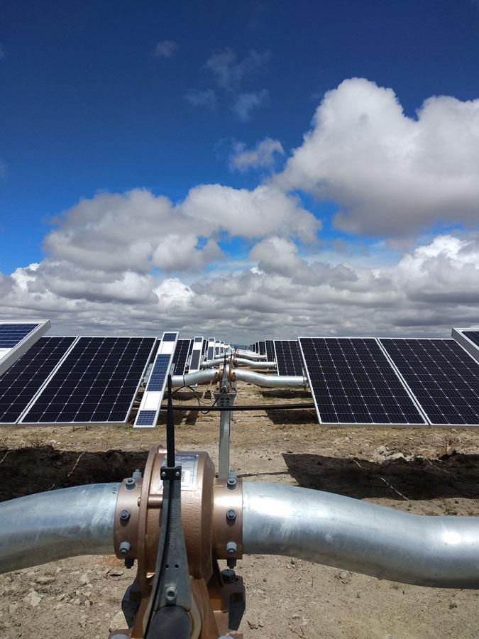 trackers en un parque fotovoltaico